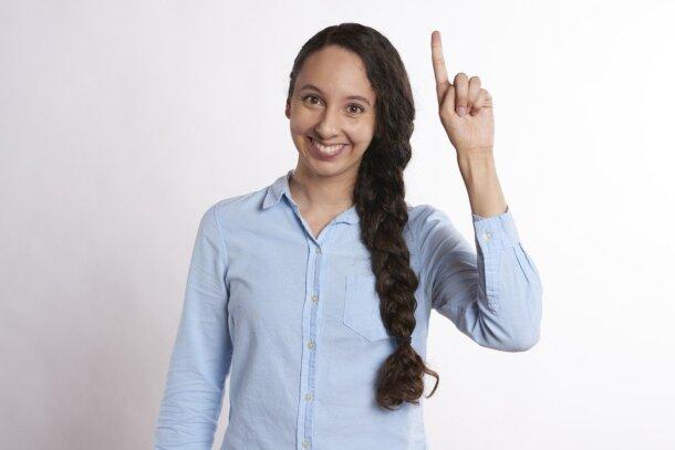 Lever le doigt pour demander un conseil digital